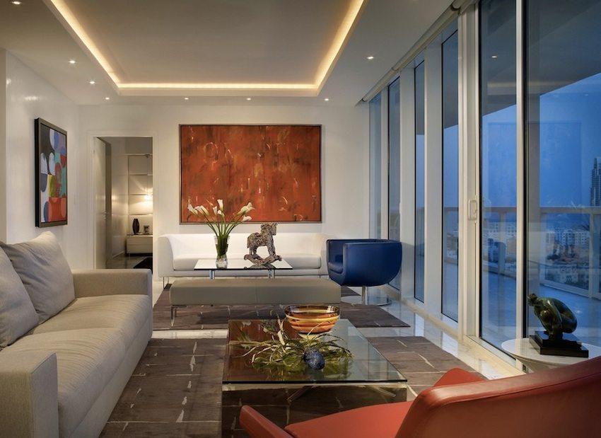 Точечное освещение визуально делает потолок выше