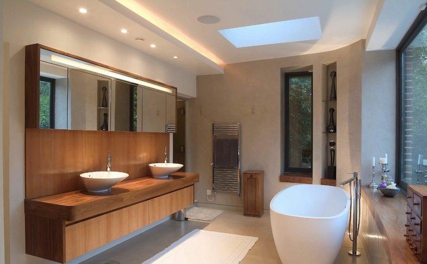 Точечные светильники служат отличным источником дополнительного освещения ванной комнаты