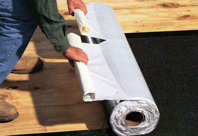 Рулонный битум может использоваться для обустройства гидроизоляции деревянного пола