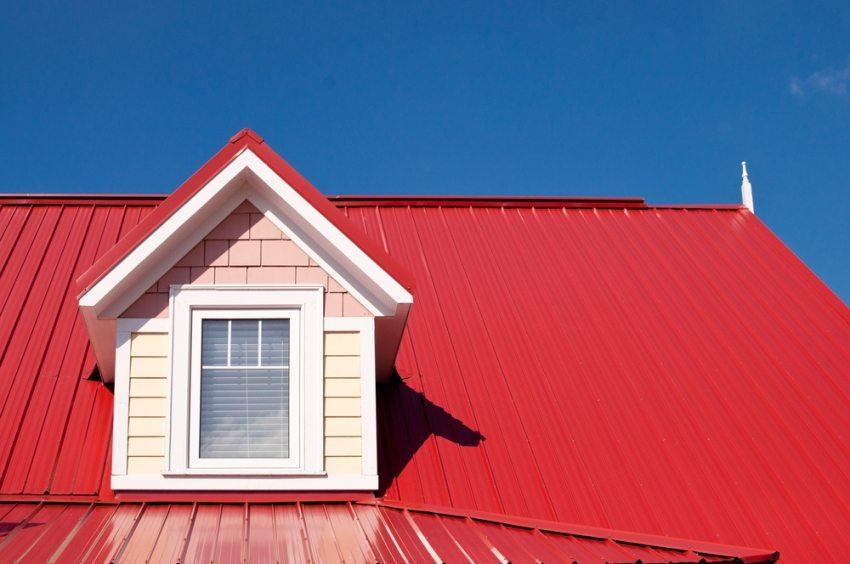 Профнастил - экологически чистый материал, и может быть использован для любых типов крыш