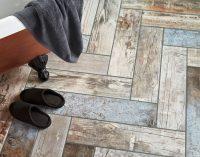 Особой популярностью пользуется плитка для ванной в виде деревянной состаренной доски