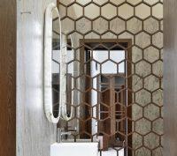 Наличие качественной вентиляционной системы является обязательным условием для монтажа зеркальной плитки, чтобы поверхность всегда была глянцевой и не запотевала