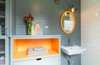 В отделке современных интерьеров все чаще можно встретить комбинации керамической плитки с другими материалами - дерева, пластиковых панелей или натурального камня