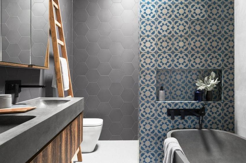 Используя серый цвет для оформления ванной, важно правильно подобрать оттенки мебели, фурнитуры и сантехники