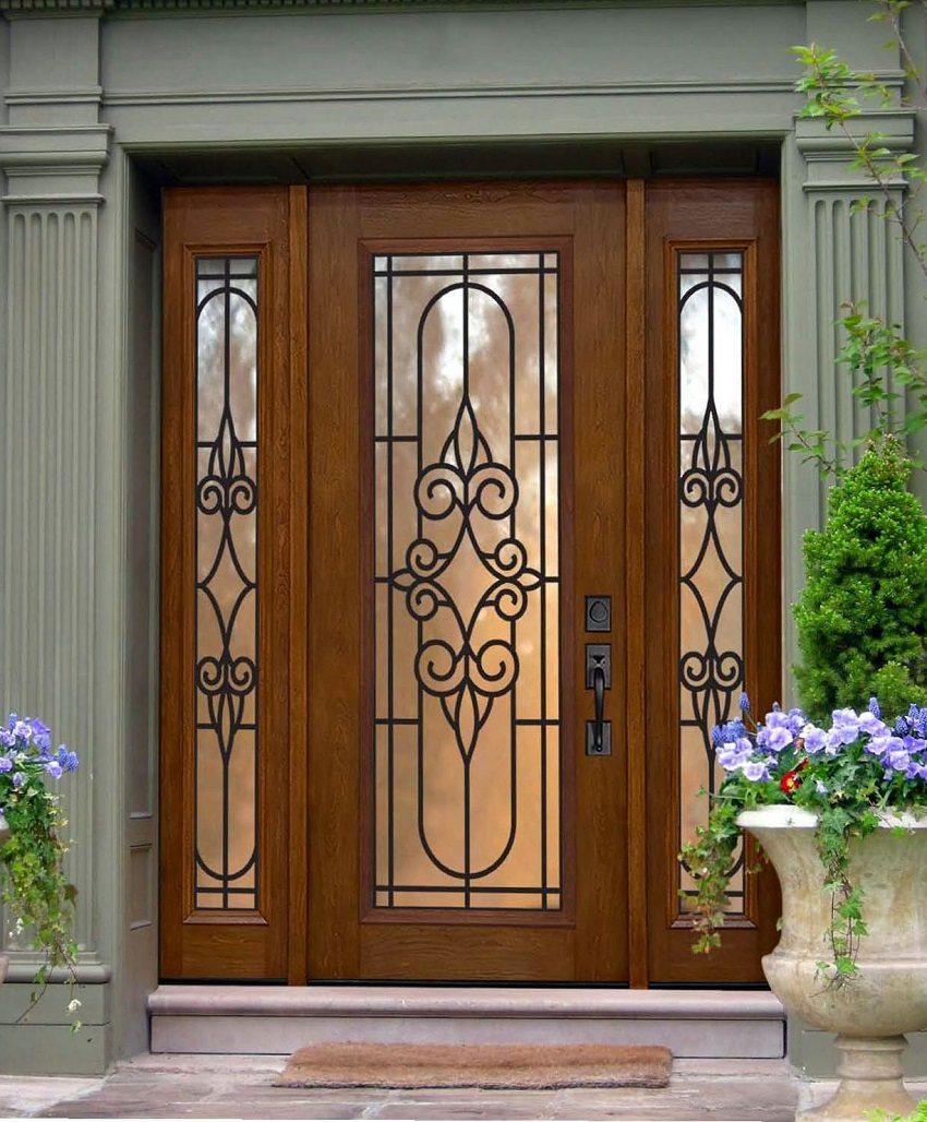 При выборе входной двери важно правильно подобрать ее размер