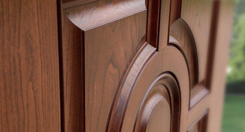 Входная дверь из дерева никогда не потеряет своей актуальности