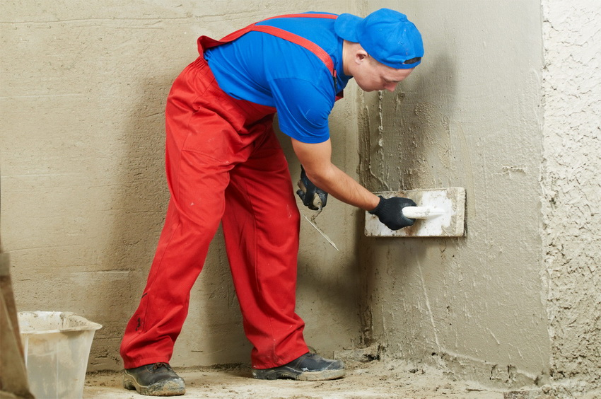 Если гидроизоляция подвала не была сделана при постройке фундамента, можно провести ее внутри, используя различные материалы