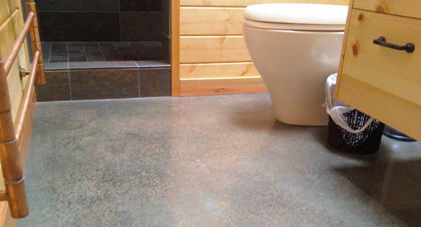 Пол в ванной комнате рекомендуется делать ниже, чем в остальных помещениях