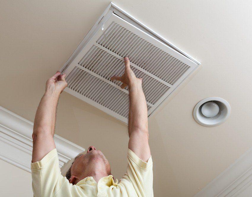 Установка потолочной вентиляционной решетки