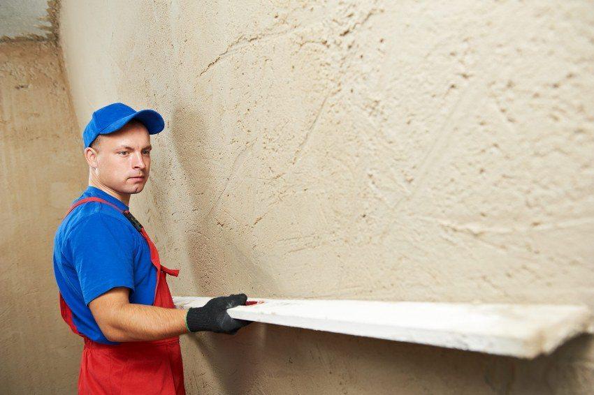 Для оштукатуривания стен используется правило длиной 1,5 - 2 метра