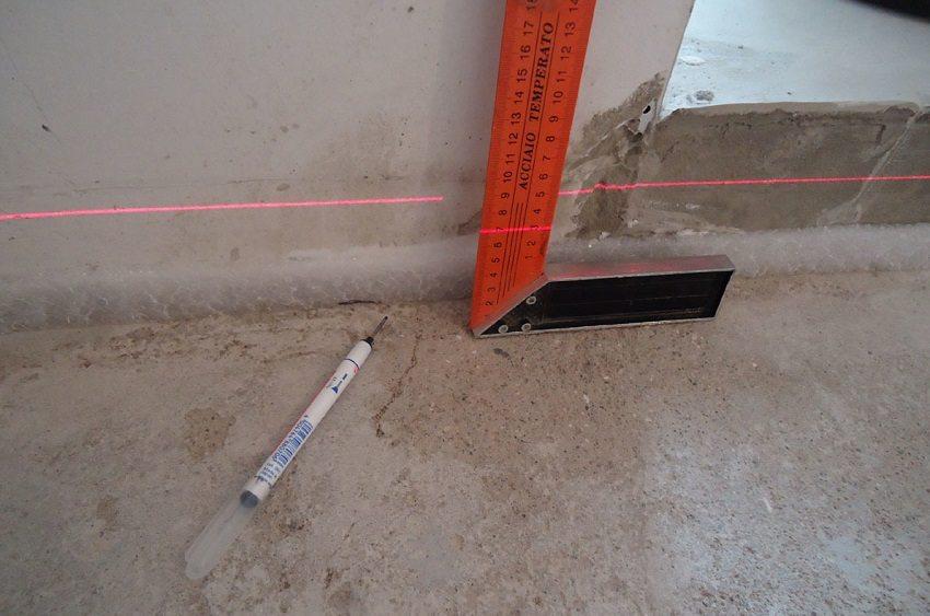 Лазерный уровень поможет точно выставить высоту стяжки
