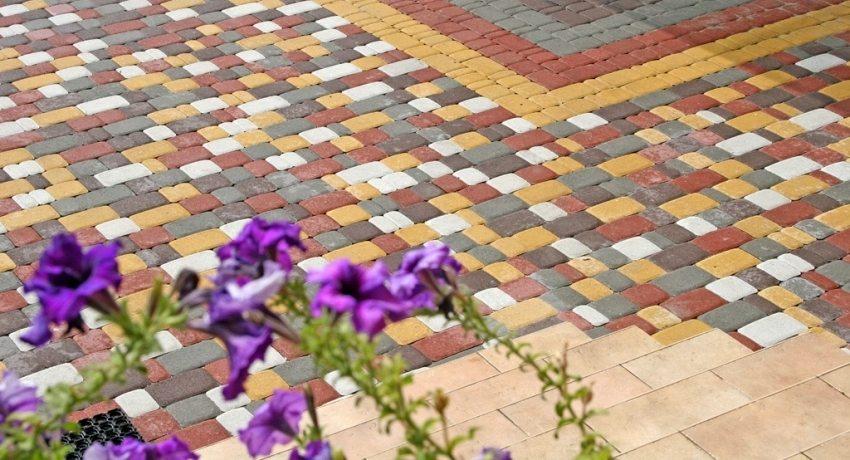 Тротуарная плитка может иметь различные цвета и оттенки