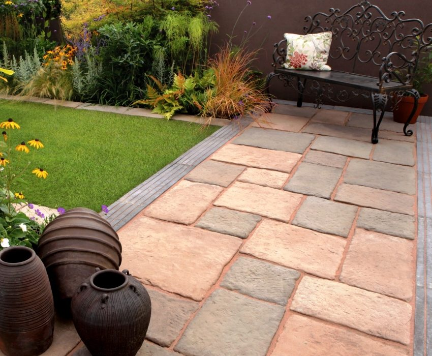 Тротуарная плитка имеет широкий ассортимент размеров, фактур и расцветок