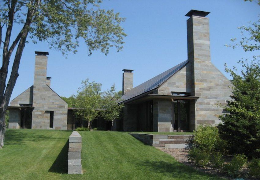 Дымоход выполненный в одном стиле с фасадом дома