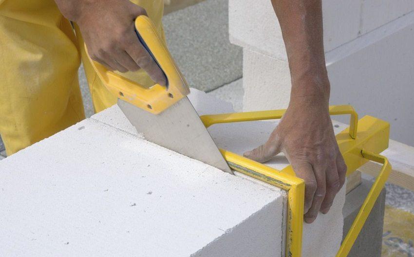 Пено- и газоблоки легко режутся обычной ножовкой
