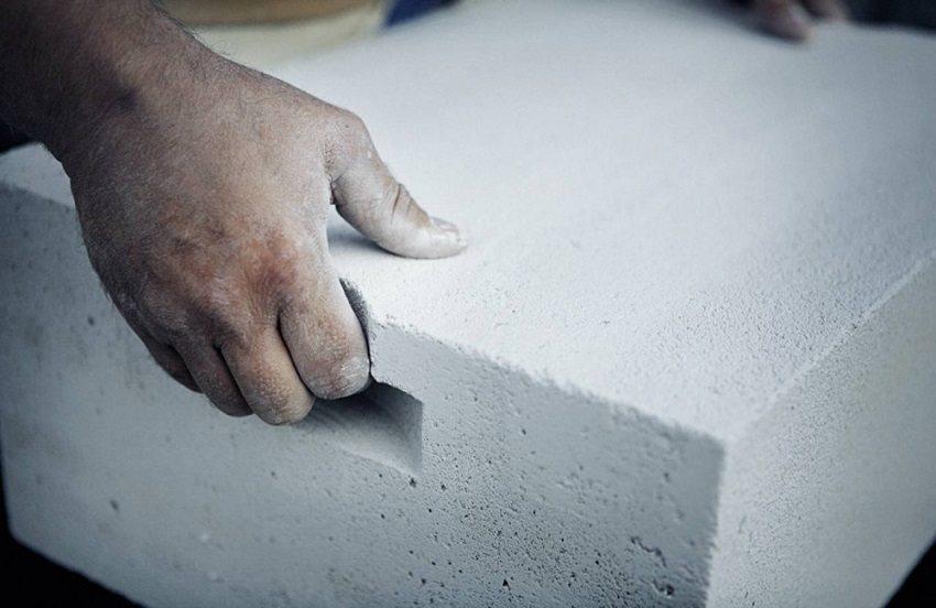 Блоки из ячеистого бетона очень легкие