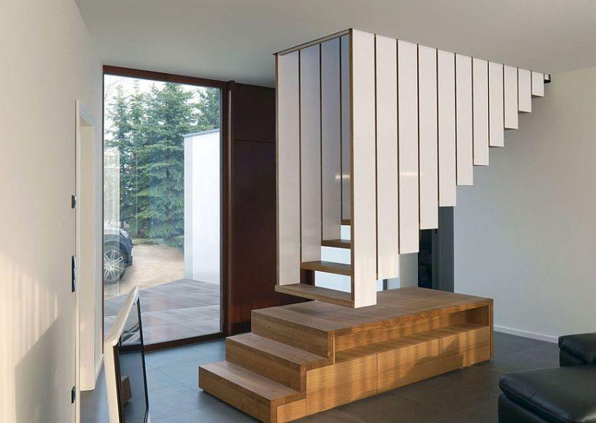 Мансардная лестница в доме
