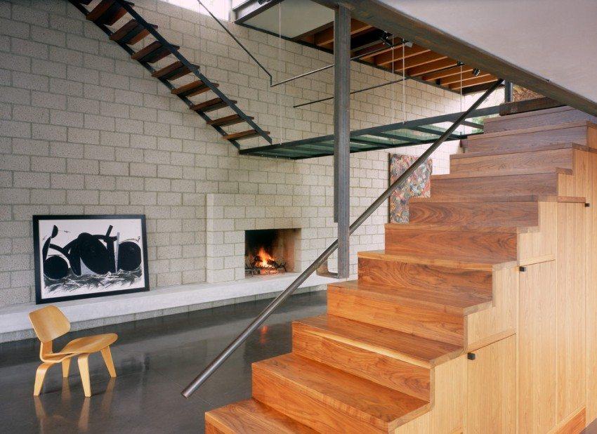 Асимметричная лестница в интерьере