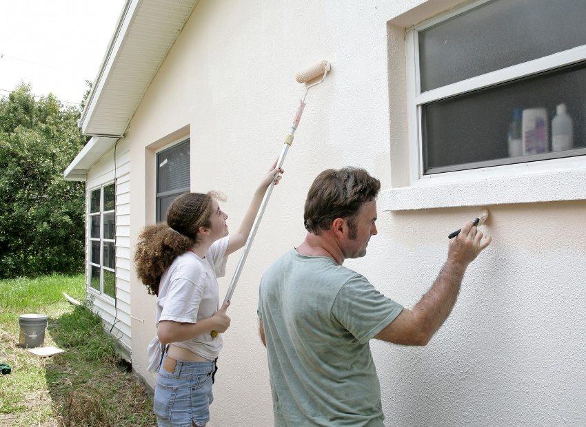 Покраска наружных стен дома своими руками