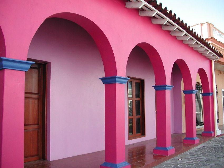 Ярко-розовая фасадная краска