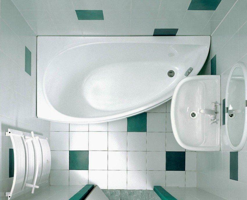 Цветовые акценты в ванной с помощью вкрапления ярких зеленых плиток