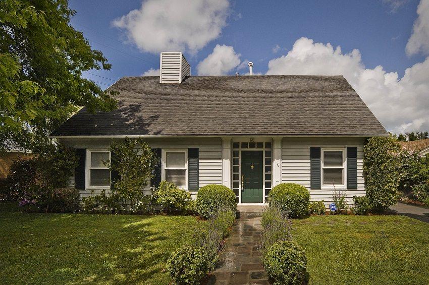 Качественно сделанная двускатная крыша послужит долго