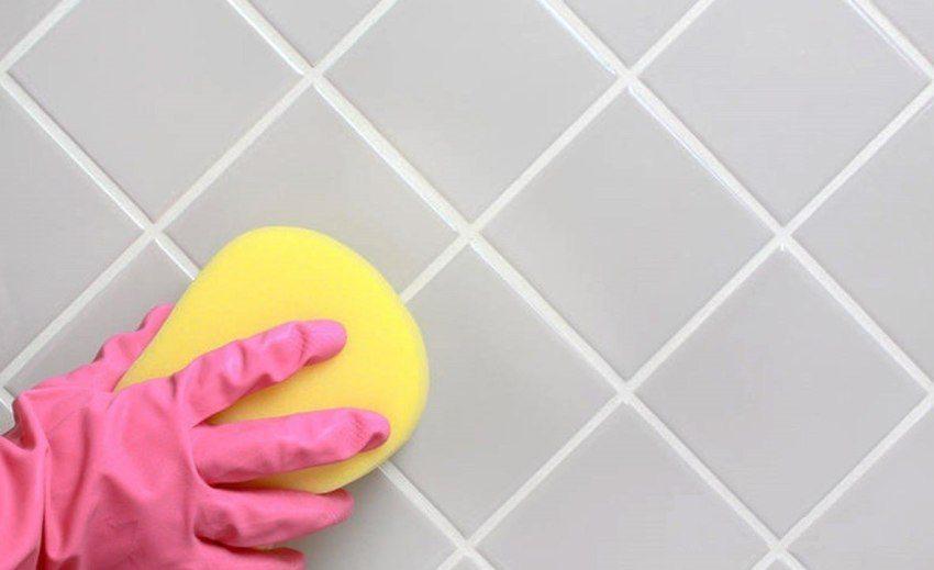 После затирки швов плитку необходимо отмыть от остатков смеси