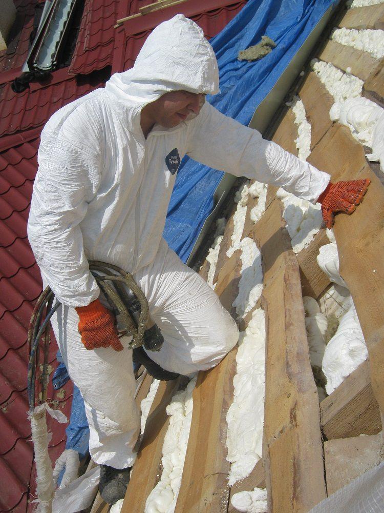 Утепление крыши снаружи с применением напыляемого пенополистирола