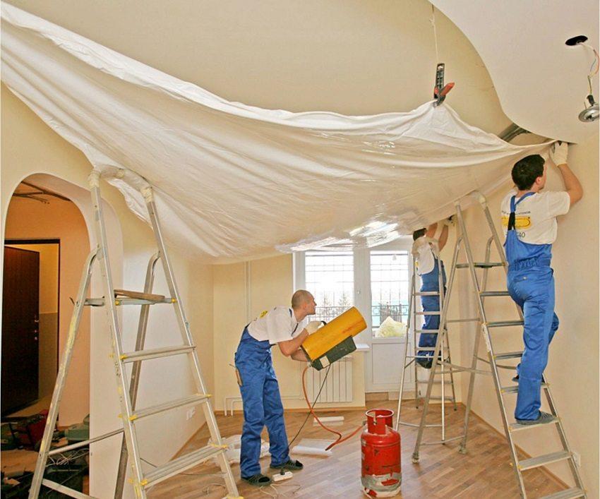 Работы по монтажу натяжного потолка производятся быстро и чисто