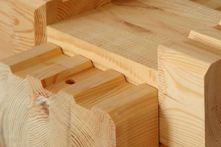 Стоимость клееного бруса выше остальных видов материала, но используя его для строительства бани можно получить надежное строение с длительным периодом эксплуатации