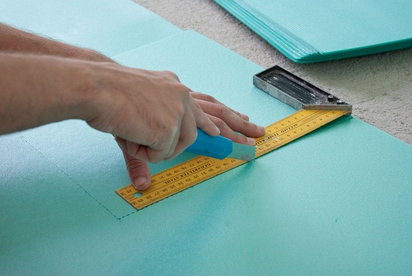 Листовая подложка легко разрезается канцелярским ножом