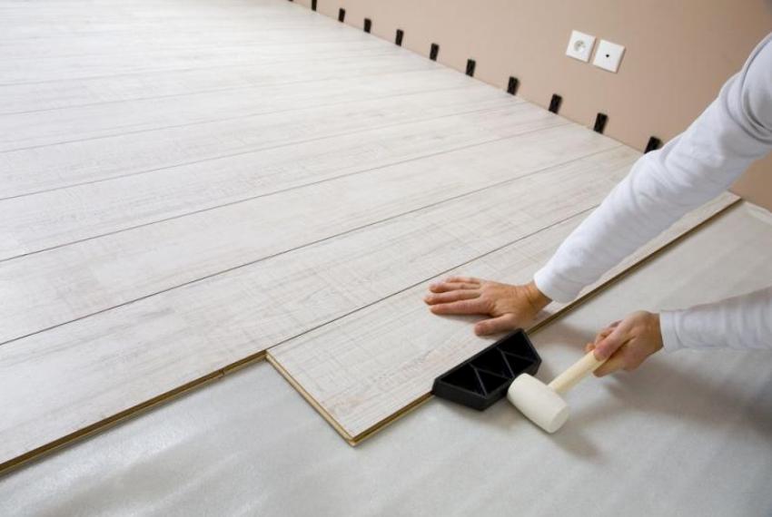 Подложка под ламинат обеспечивает дополнительную теплоизоляцию пола
