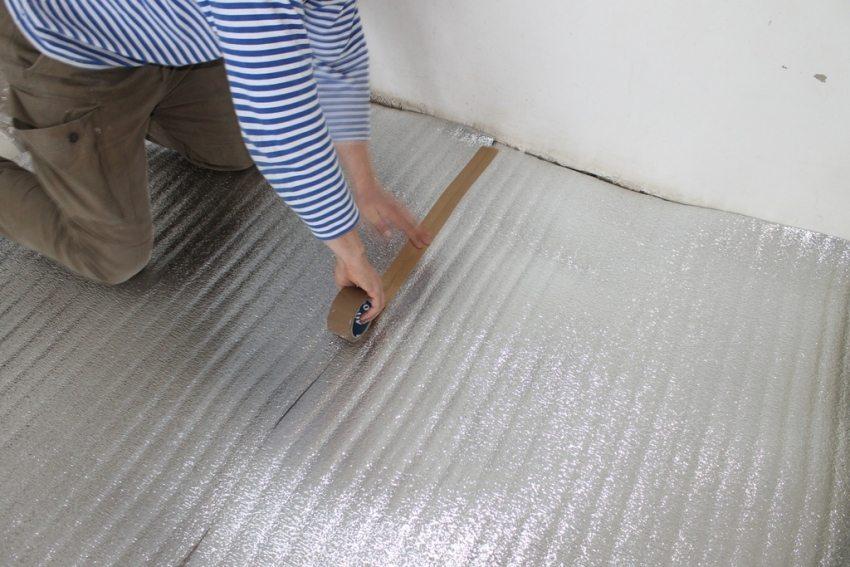 Изолон с фольгированным слоем - один из самых популярных видов подложек