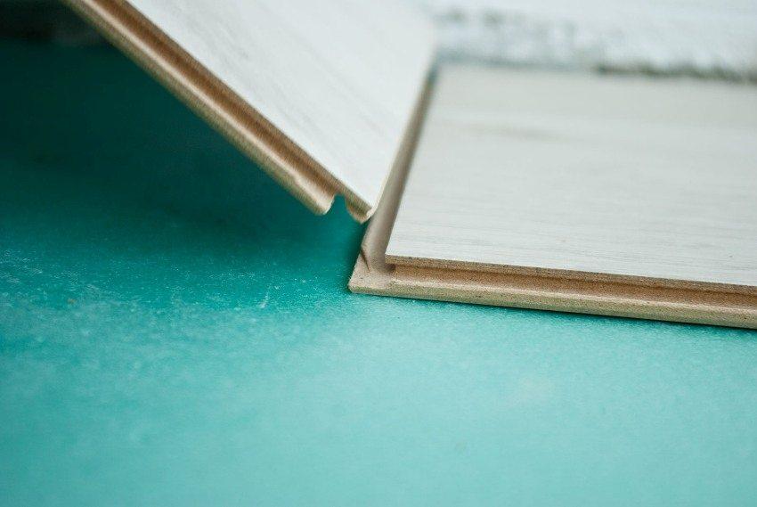 При выборе подложки нужно ориентироваться на рекомендации производителя ламината