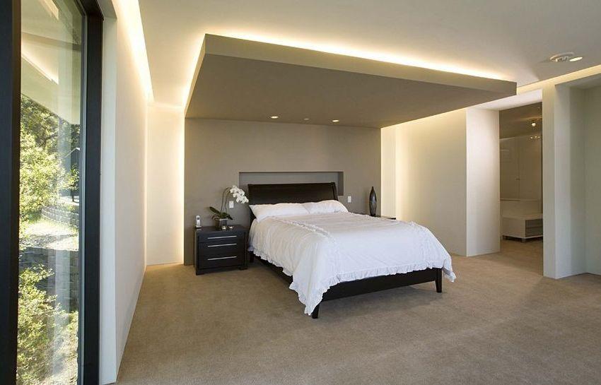 Потолок из гипсокартона со светодиодной лентой в качестве подсветки