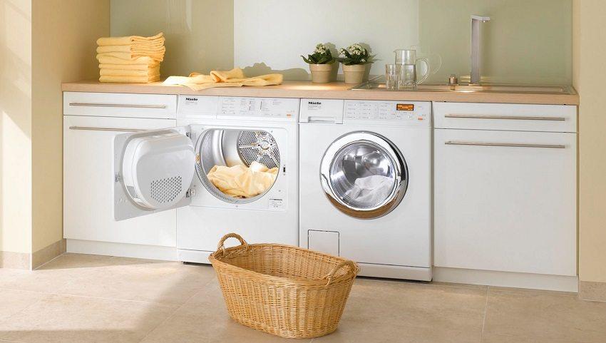 При установке стиральной машины важно выставить её строго горизонтально