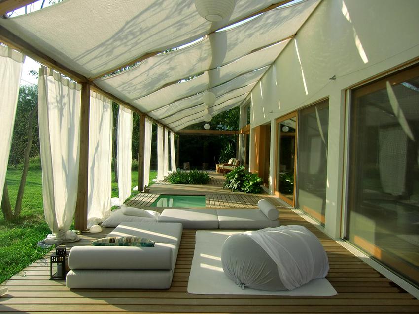 Подбирать крышу необходимо в зависимости от условий использования постройки