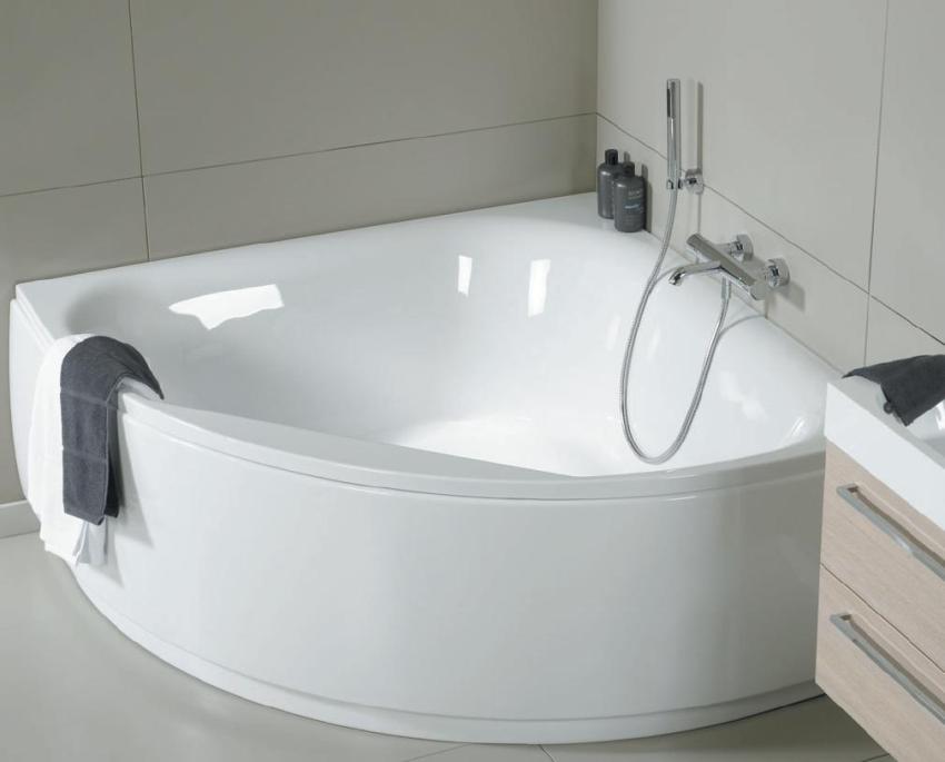 Компактная угловая ванна