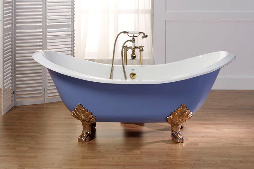 Чугунная ванна, отреставрированная с помощью жидкого акрила