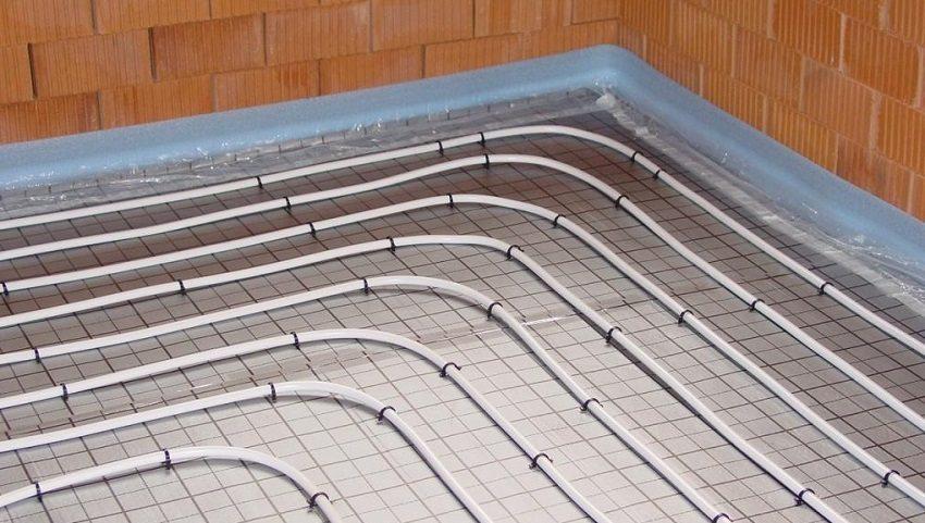 При укладке теплого водяного пола гидроизоляция обязательна