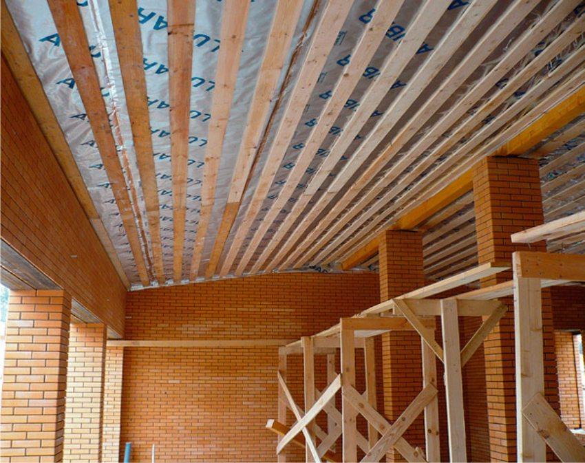 Использование полимерных пленок в обустройстве крыши повышает её надёжность и долговечность