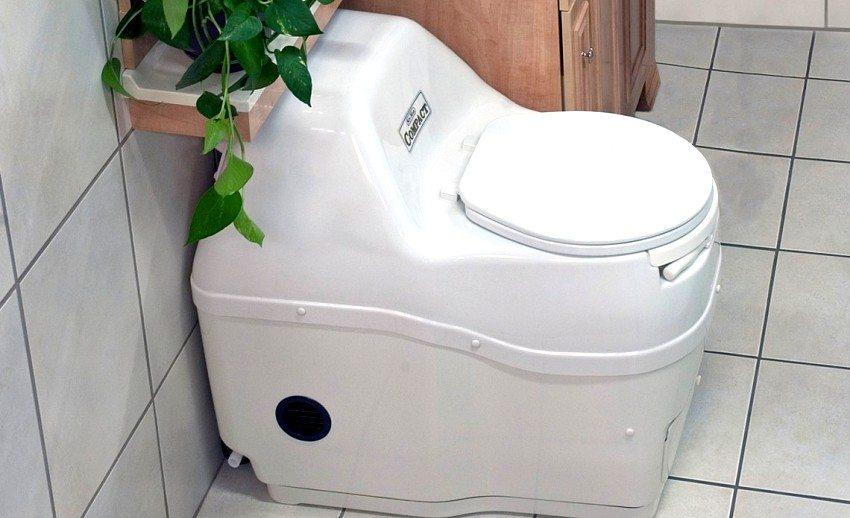 Благодаря встроенной вентиляции торфяной туалет отлично отводит запах и лишнюю влагу