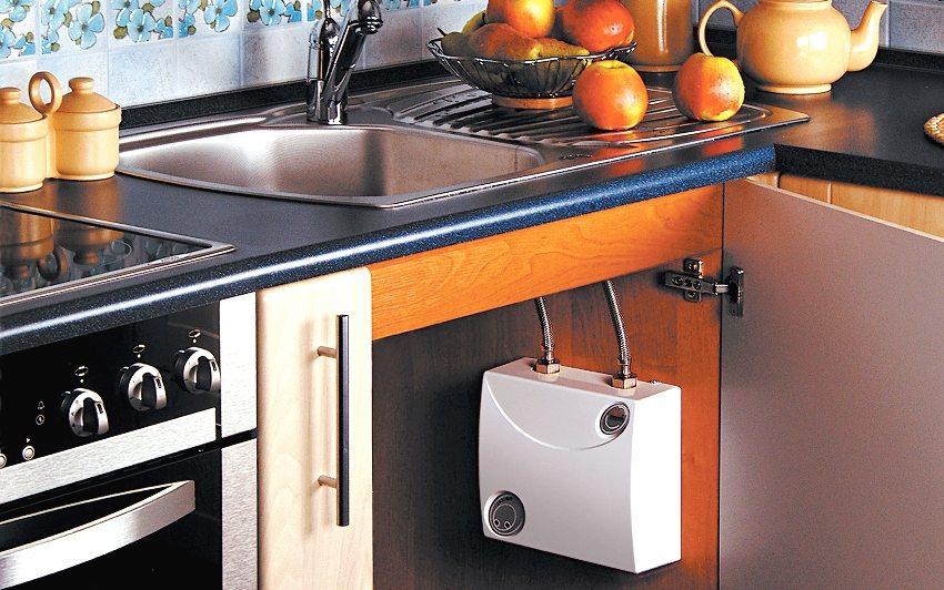 Для использования горячей воды только для мытья посуды, достаточно будет водонагревателя с небольшой пропускной способностью