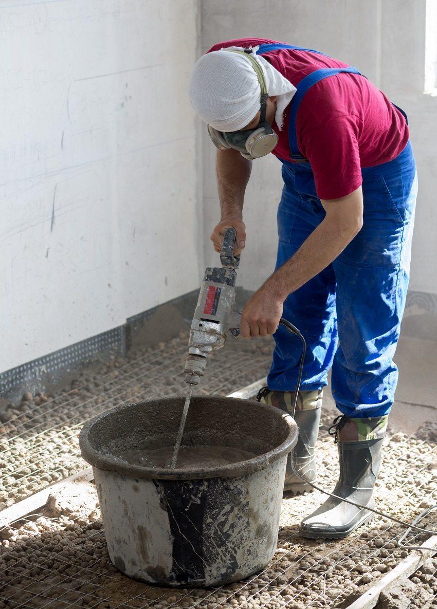 Мокрая цементная стяжка зачастую используется для чернового покрытия пола