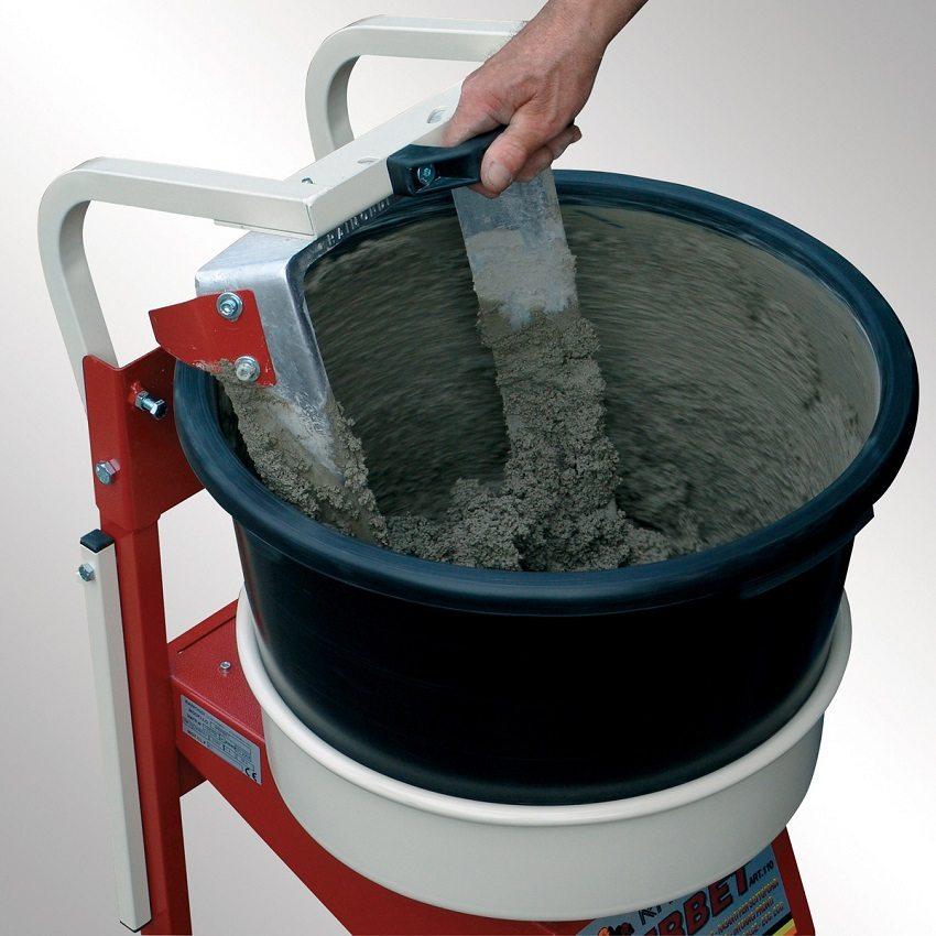 Раствор для мокрой стяжки состоит из цемента, воды и мелкозернистого песка