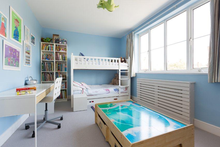 Во избежание ожогов - в детской комнате на батареи целесообразно надевать защитные чехлы