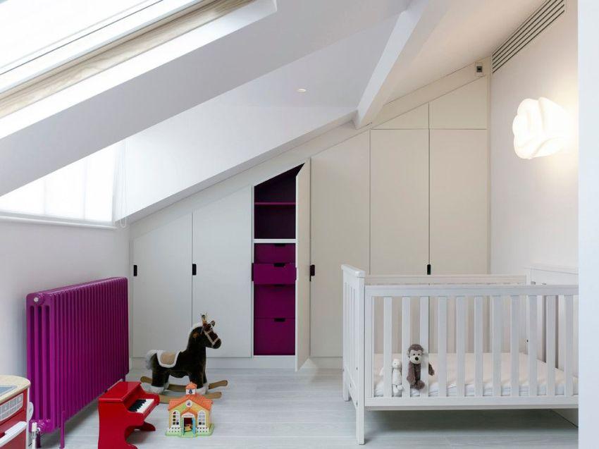Чугунный радиатор можно окрашивать в любой цвет, в зависимости от стилевого решения комнаты