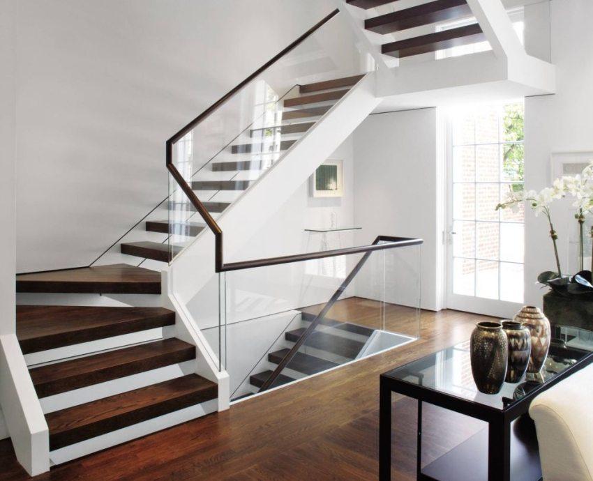 Деревянная лестница в современном стиле