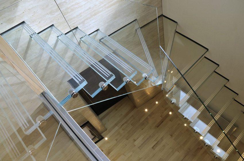 Лестница из закаленного стекла