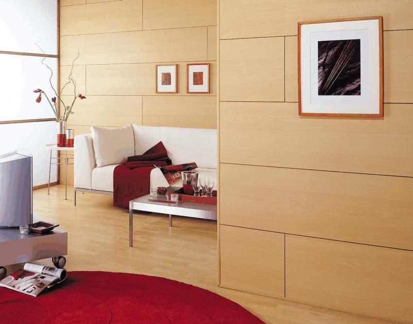 Панели на стенах в гостиной